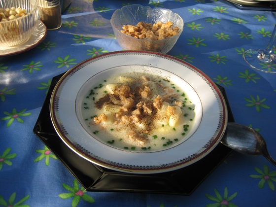 IMG_2261-Spargelsuppe mit Croutons-560